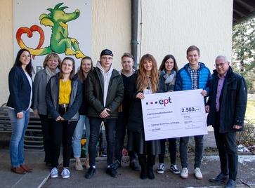 Spendenübergabe am Tabaluga Kinderhaus Schongau mit 10 Personen